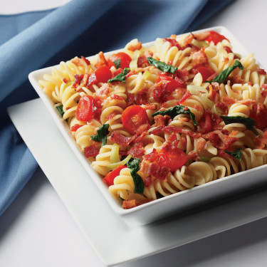 pasta salad with bacon and tomatoes